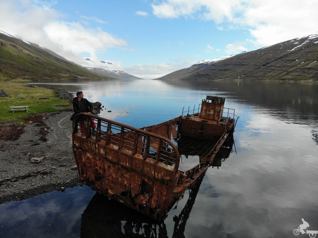 barco abandonado islandia este
