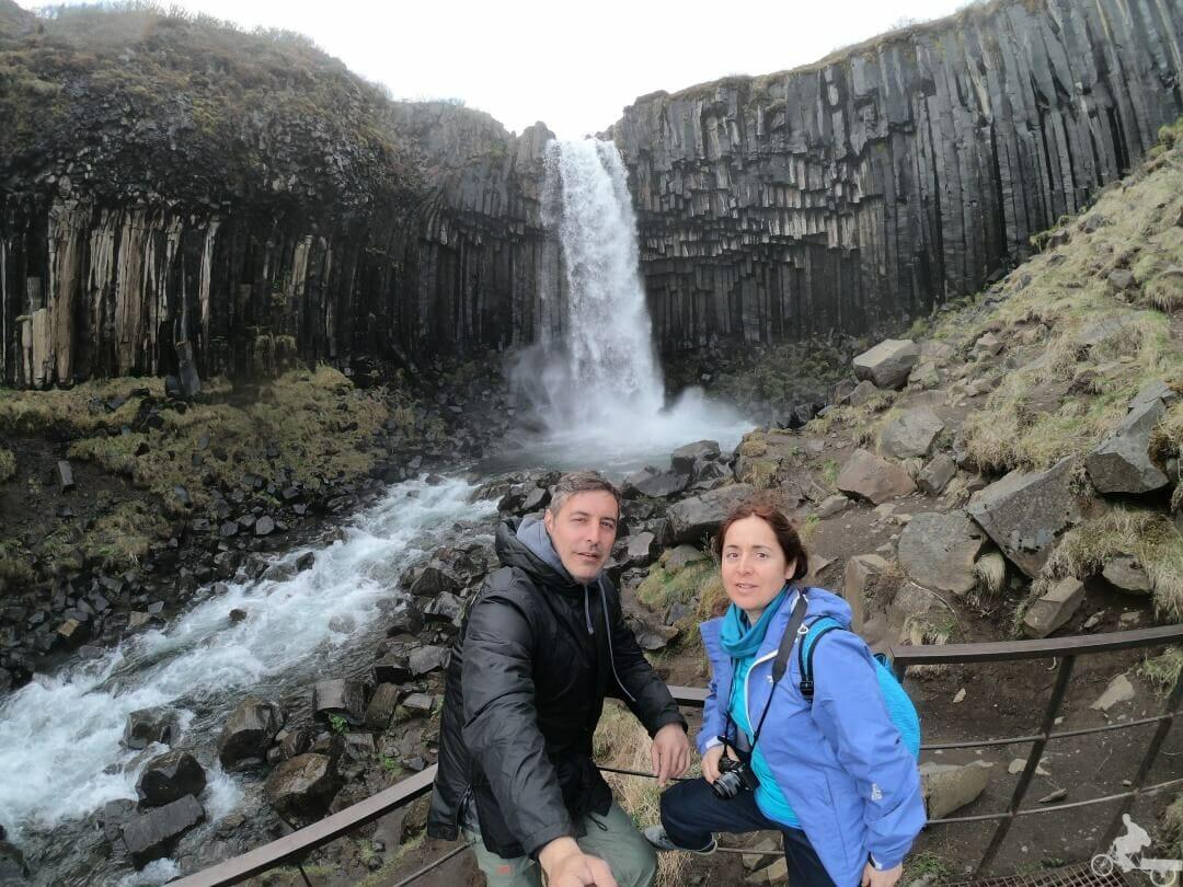 cascada svartifoss en el Parque nacional Skaftafell Islandia