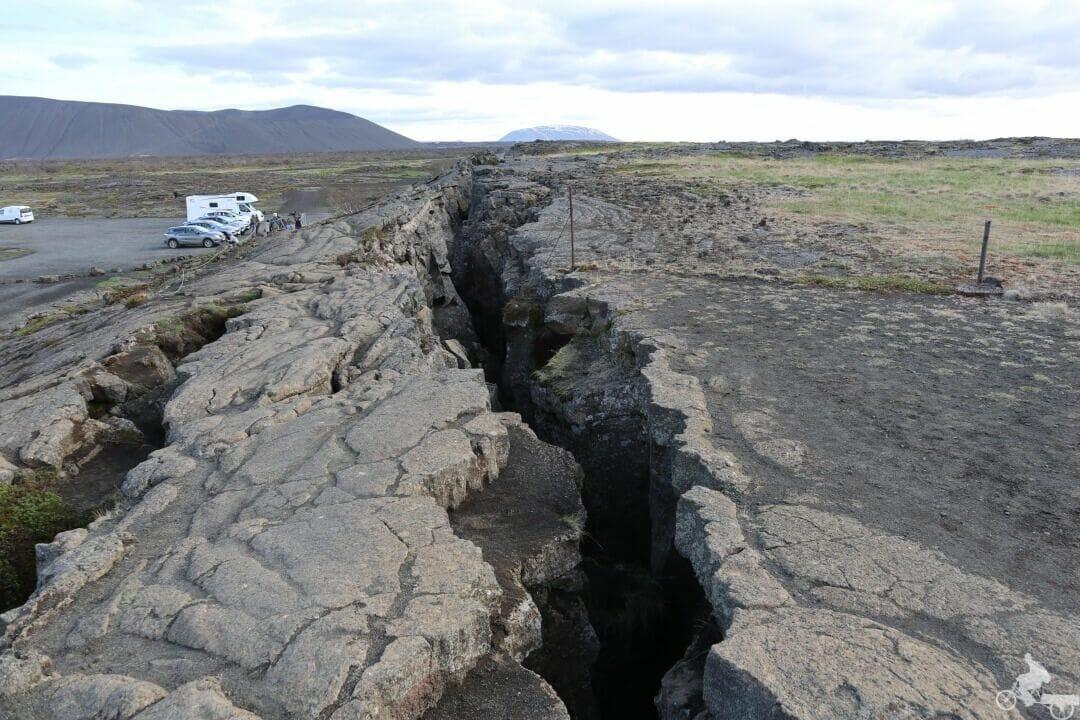 parking Cueva Grjotagja grieta