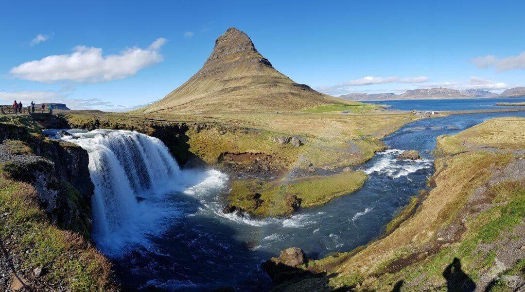 cascada Kirkjufellsfoss waterfall