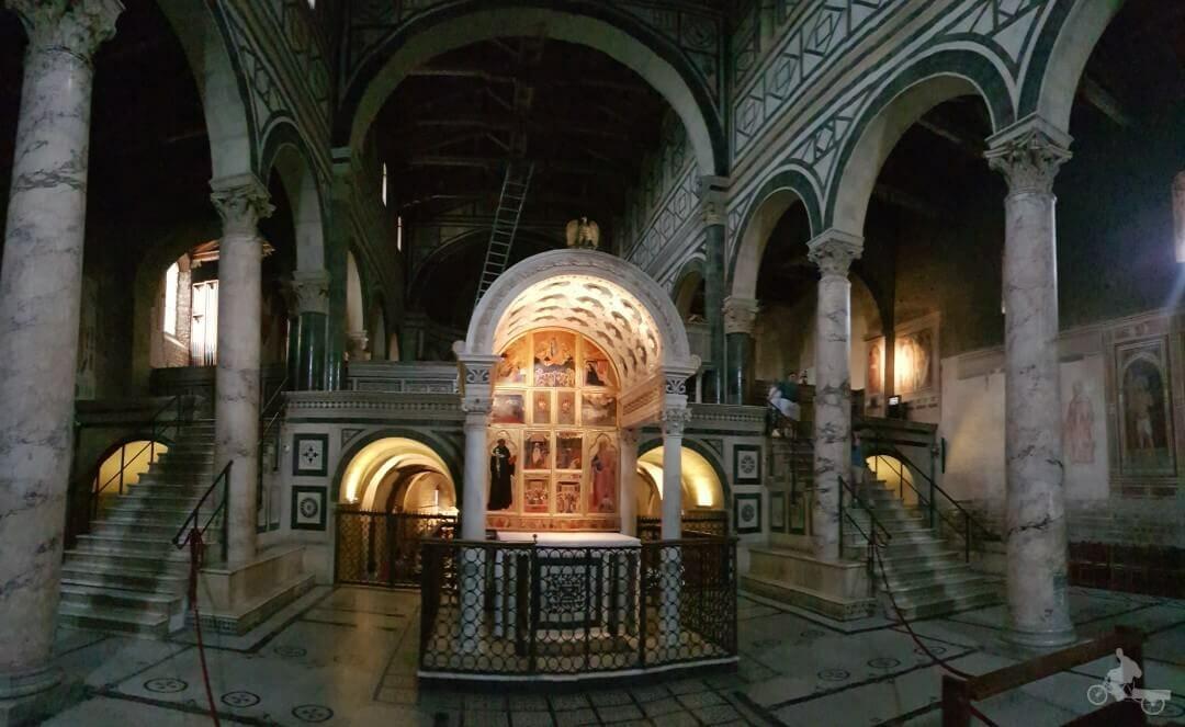 interior basilica de san miniato al monte en florencia