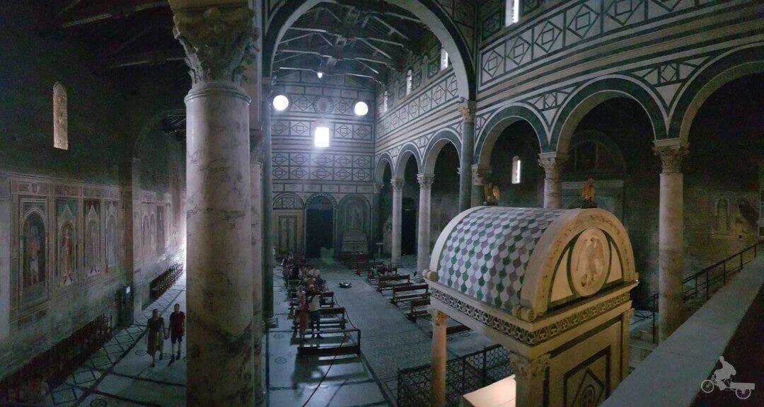 interior de la basílica de san miniato en florencia