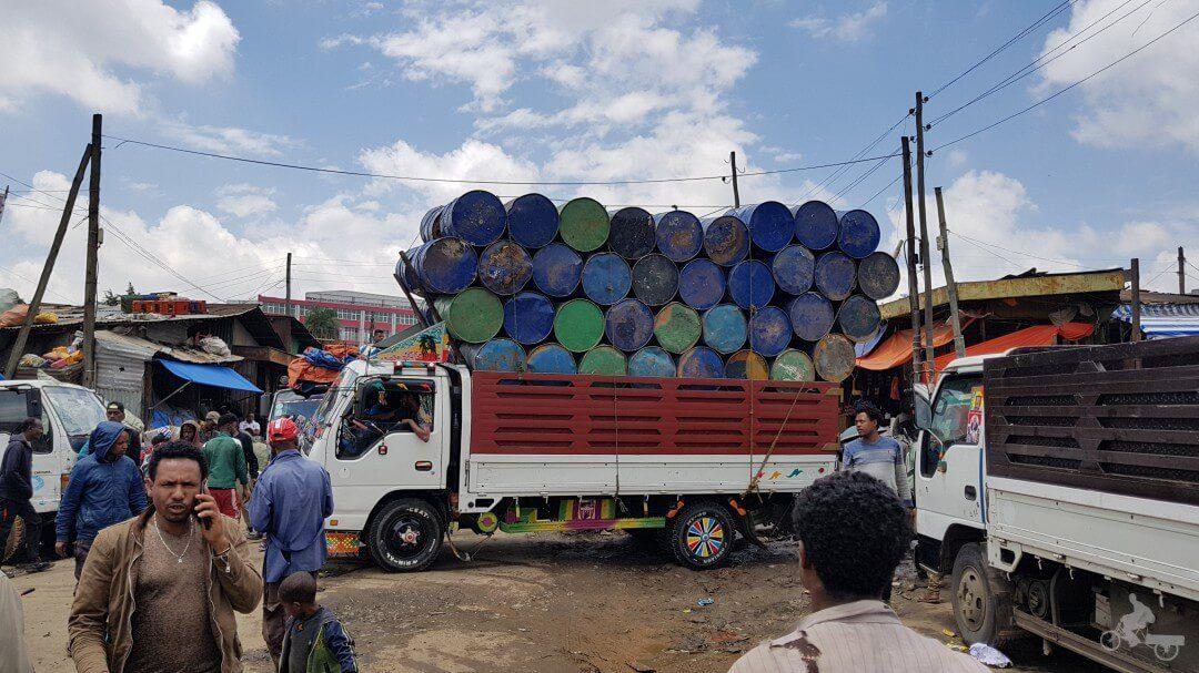 camion en mercado adis abeba etiopia