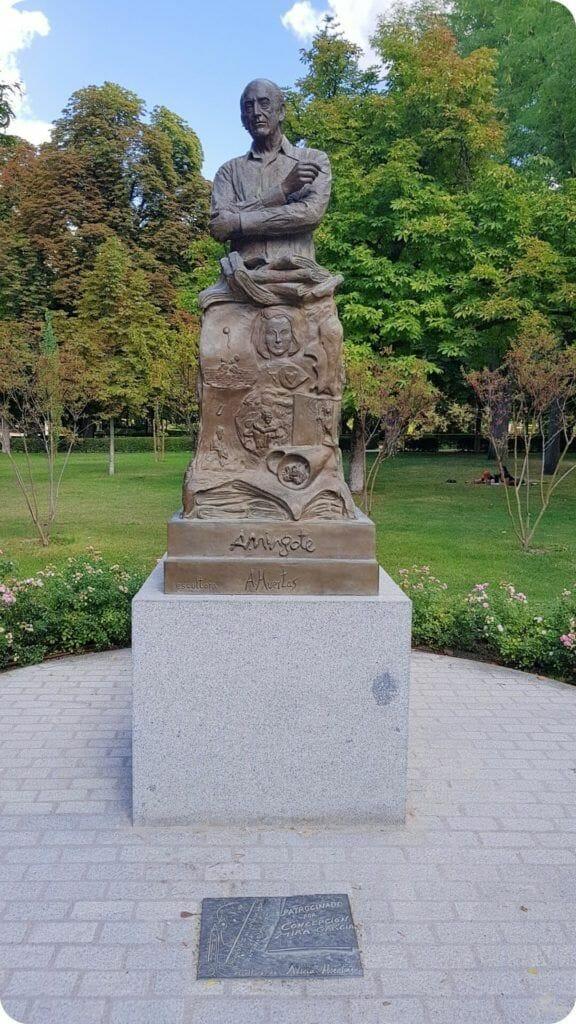 estatua mingote parque del retiro