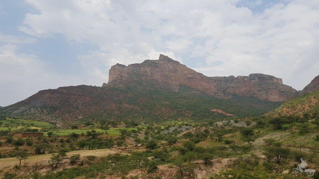 montaña iglesia cueva etiopia