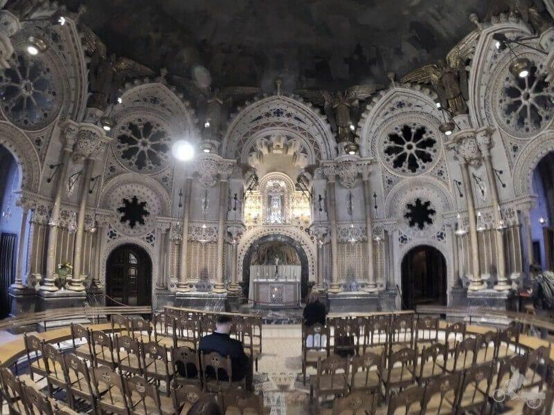 capilla bajo virgen montserrat