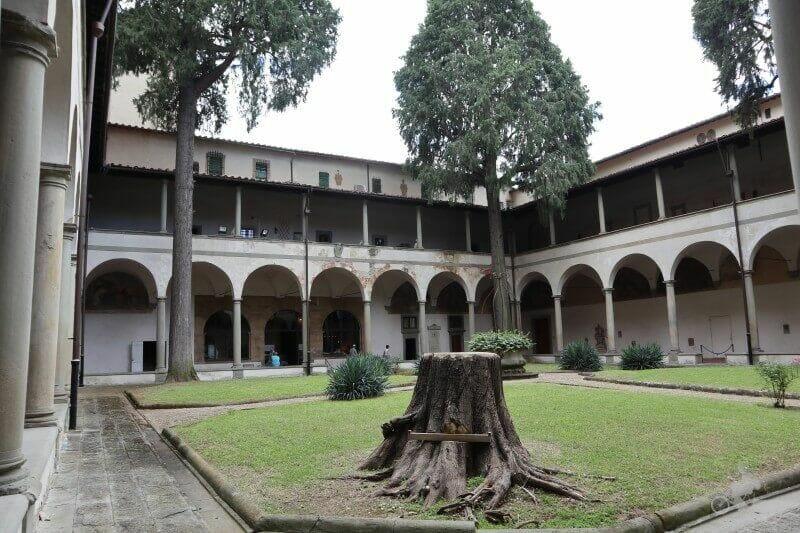 claustro iglesia del carmine