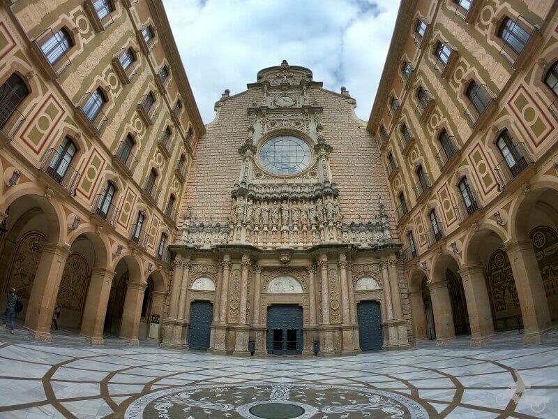 fachada basilica montserrat