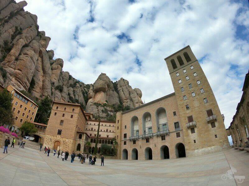 fachada monasterio montserrat