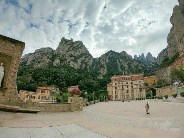 plaza monasterio montserrat