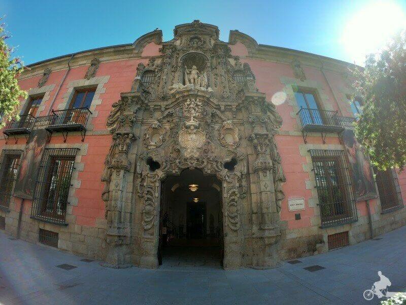 fachada barroca museo historia madrid