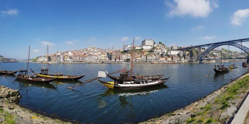 Rabelos amarrados en vilanova de Gaia Oporto