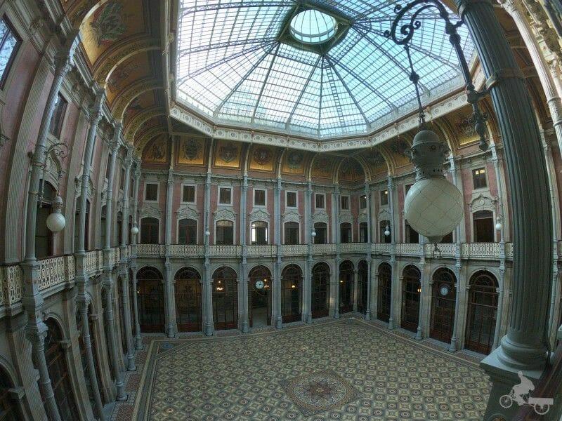 patio de las naciones del palacio de la Bolsa
