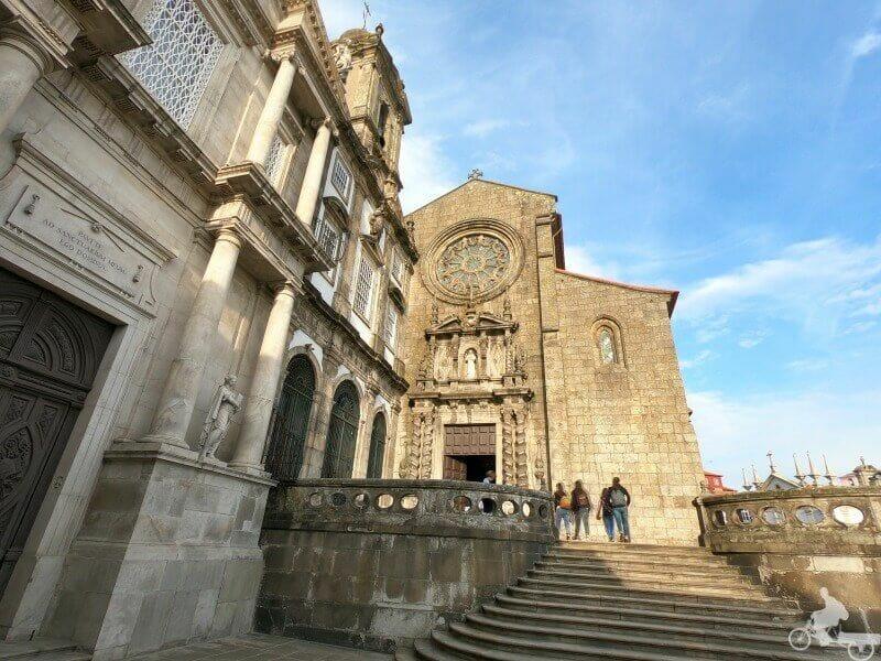 fachada de la iglesia de san francisco de oporto