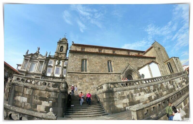 lateral iglesia san francisco de oporto