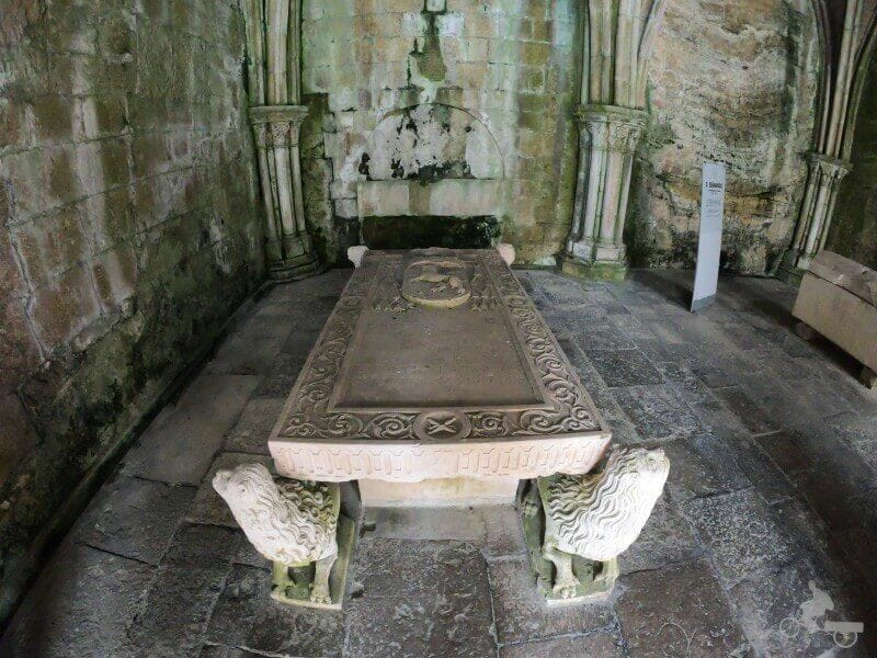 losa sepulcral del obispo Alfonso de Castelo Branco