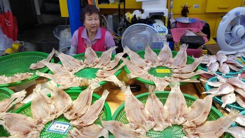Dongmun traditional market