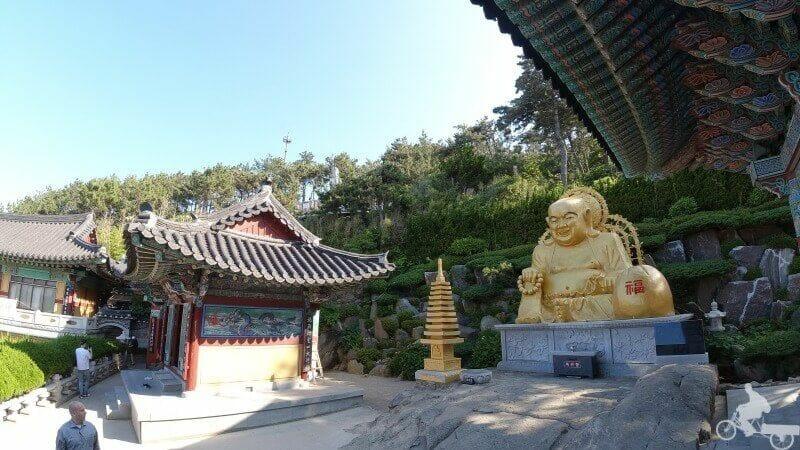 buda dorado templo haedong yonggungsa