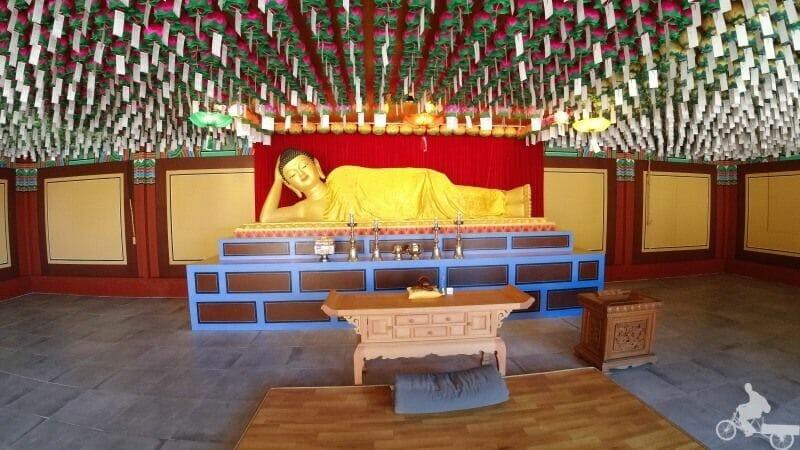 buda estirado templo haedong yonggungsa