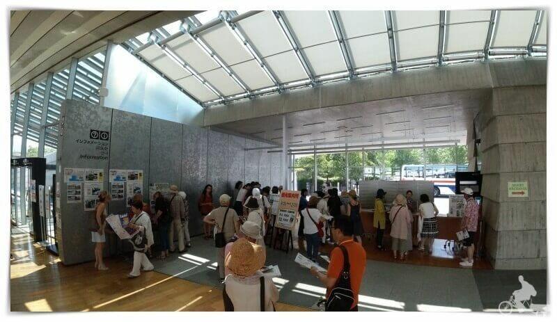 hall de llegadas al puerto de cruceros de nagasaki