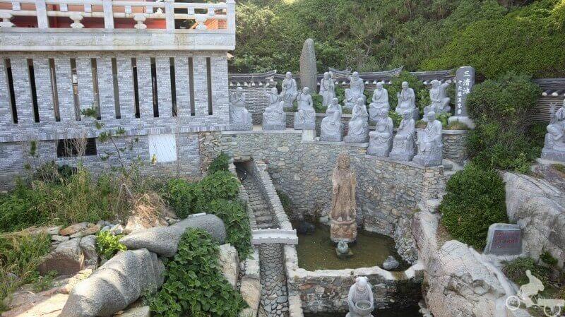 lanzar moneda deseos templo haedong yonggungsa