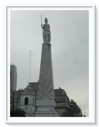 Plaza Mayo La Piramide - montserrat buenos aires