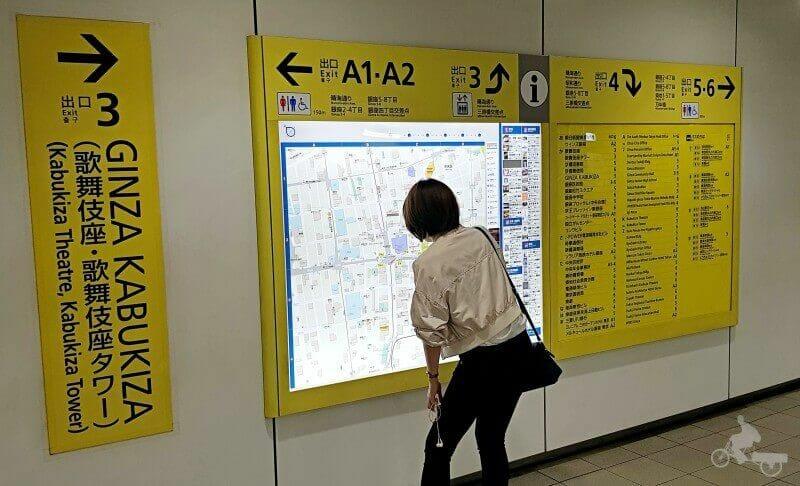 metro tokio salidas carteles amarillos
