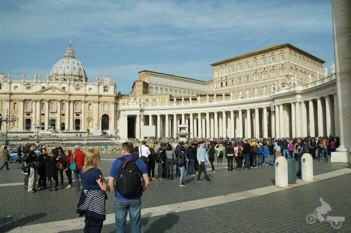 colas basilica san pedro
