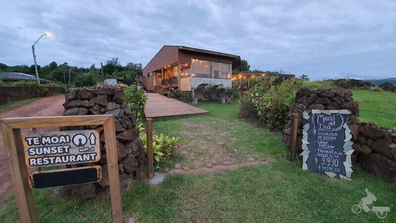 Te Moai sunset restaurante