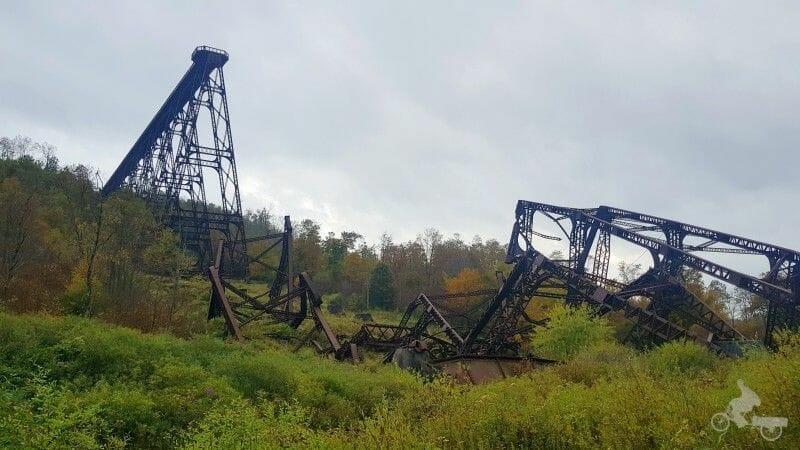 puente destruido por tornado