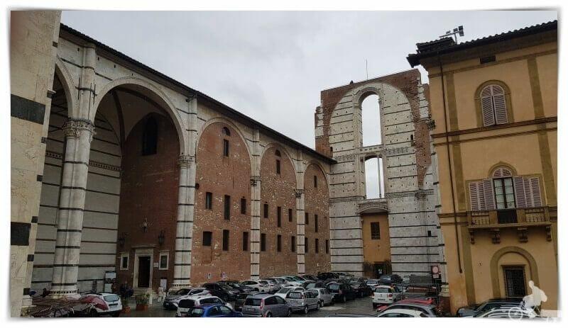 plaza Giacomo della Quercia en Siena