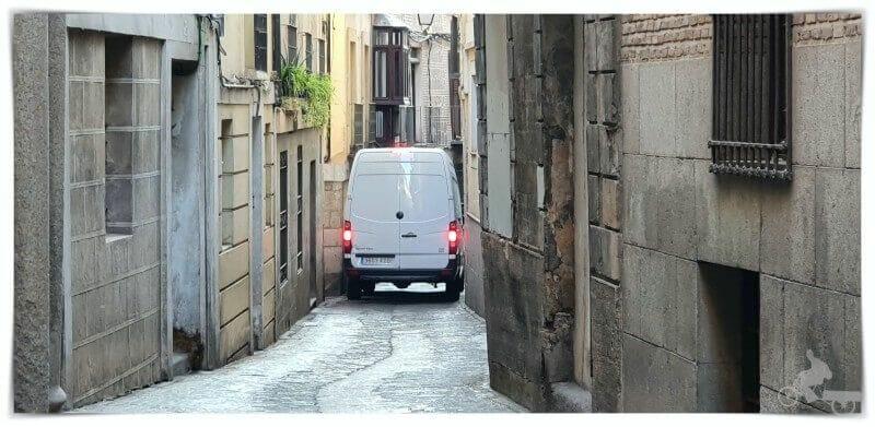 circular por las calles estrechas de Toledo
