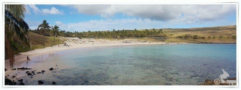 playa de Anakena en norte de isla de Pascua