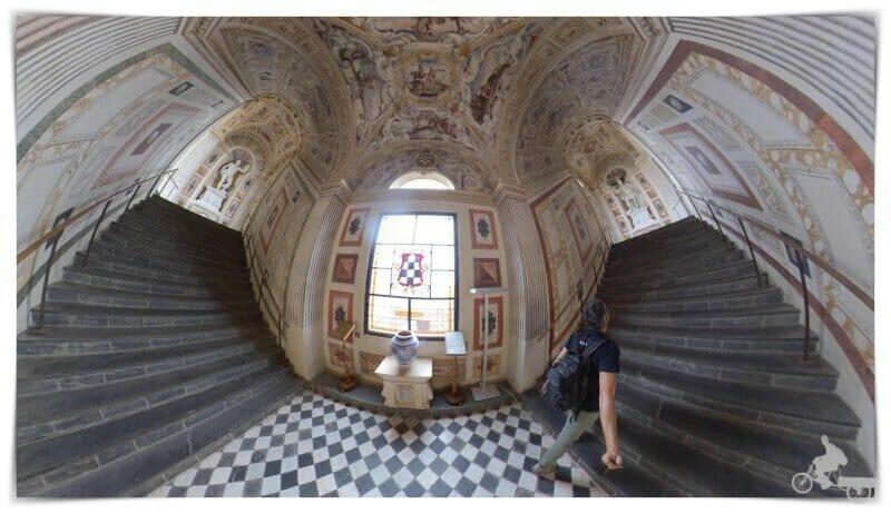 escalera del palacio Álvaro Bazan