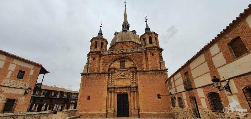 fachada de Santiago de la iglesia de San Carlos del Valle