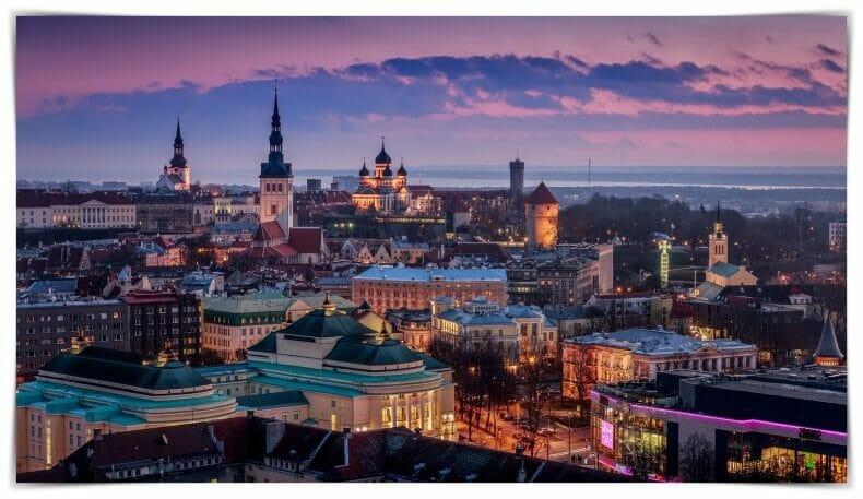 mejores free tours Tallin de noche