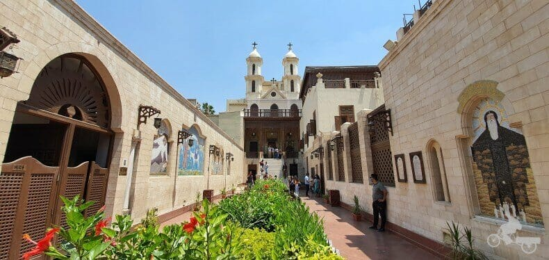 iglesia colgante barrio copto
