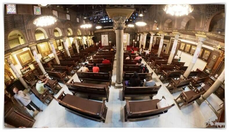 interior iglesia colgante