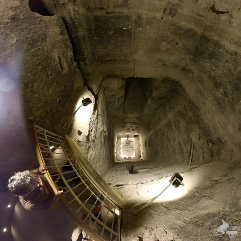 Interior de la pirámide escalonada