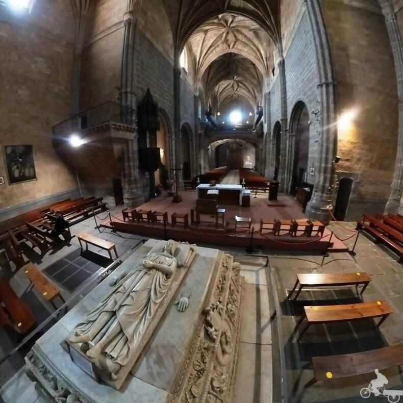 El sepulcro donde está enterrado el hijo de los Reyes Católicos