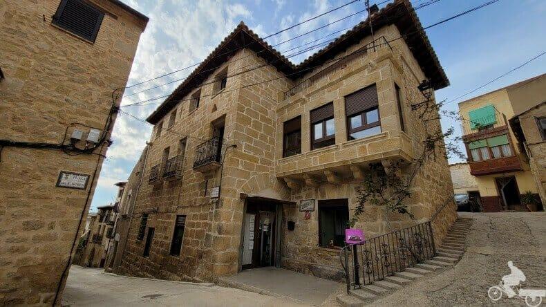 Plaza de la Señoría y el Castillo de Cretas