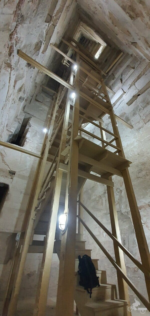 gran escalera de la pirámide Acodada