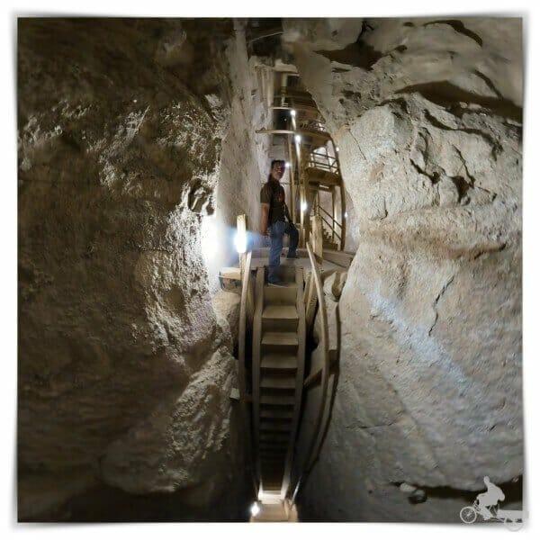primera escalera interior de la pirámide combada