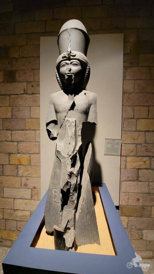 Estatua de Ramsés III