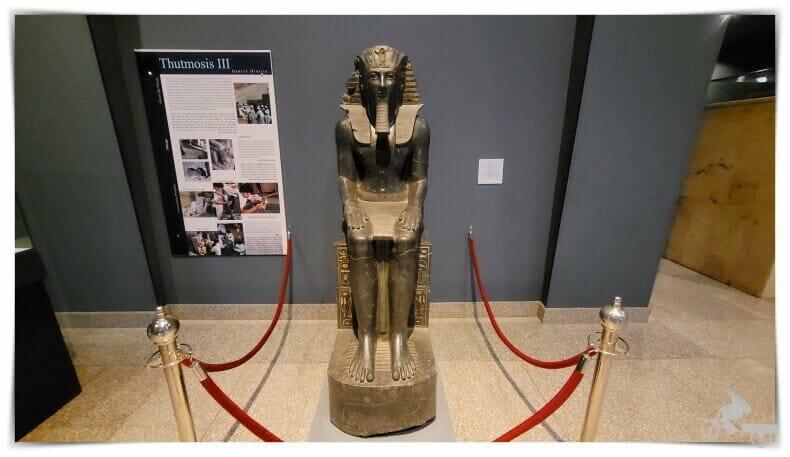 Tutmosis III estatua de Deir el Bahari